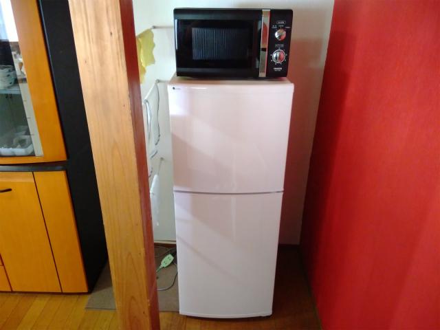 ゲストハウスまあるの冷蔵庫と電子レンジ